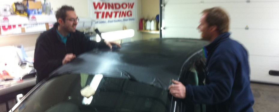 Vinyl Wrapping Carbon roof